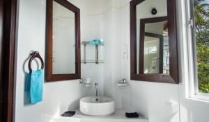 Apt 2 Bathroom_HDR2